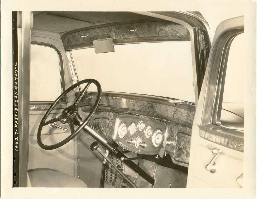 instrument panel of 1933 1002 7-pass. sedan