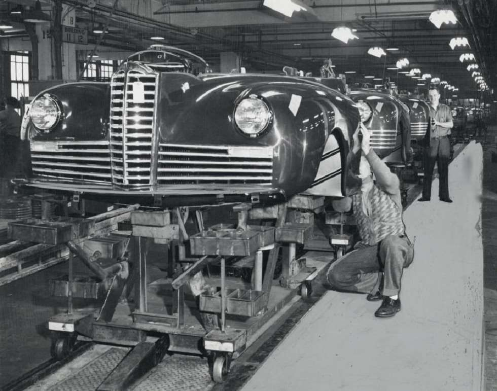 1941 PACKARD ASSEMBLY LINE-B&W
