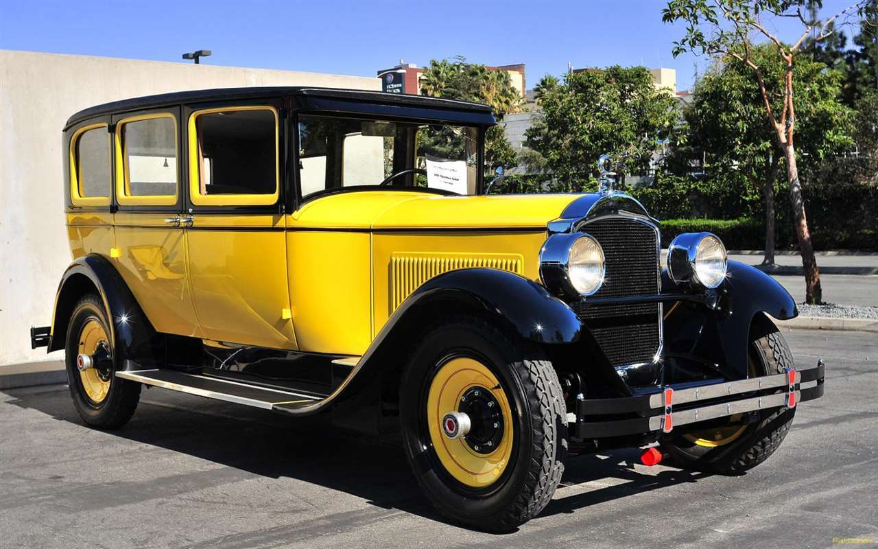 1928 Packard 526 4-door sedan