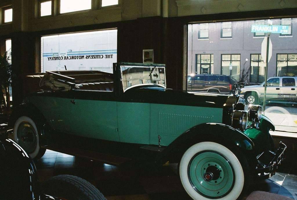1928 526 Six Convertible Coupe