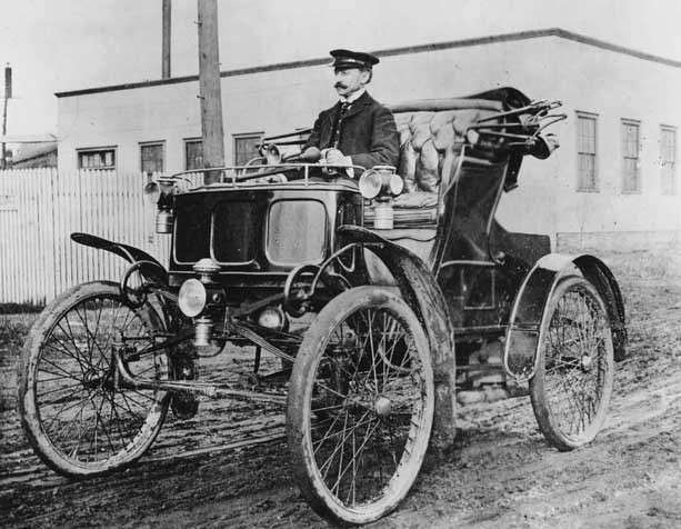 1899 PACKARD MODEL A RUNABOUT NO. 2 WILLIAM DOUD PACKARD DRIVING