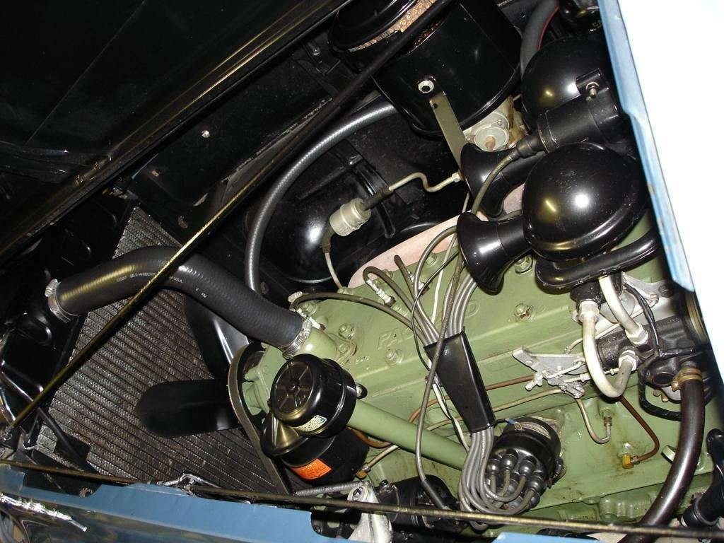 41 Touring engine compartment