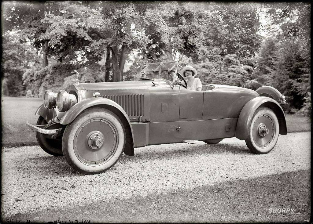 1920 PACKARD ROADSTER WITH actress Grace Valentine