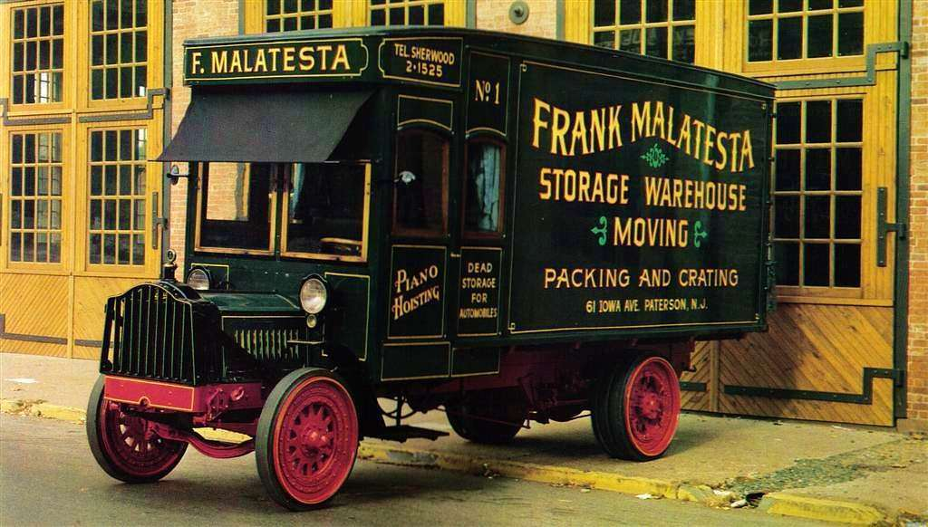 1922 PACKARD MOVING VAN