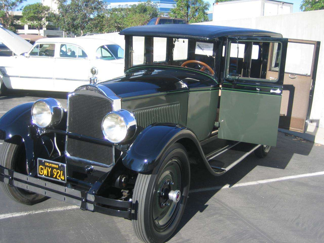 1927-Six Touring Sedan2