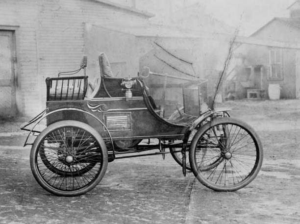 1899 PACKARD MODEL A RUNABOUT-B&W