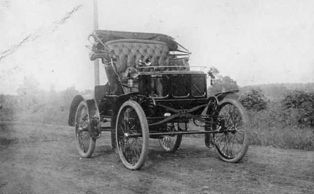 1899 PACKARD MODEL A RUNABOUT-WILLIAM DOUD PACKARD'S PERSONAL CAR-B&W