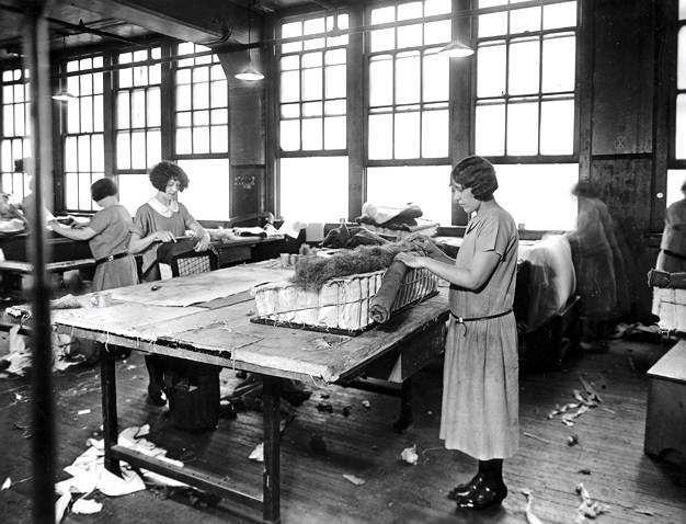1925 PACKARD FACTORY-WOMEN SEWING UPHOLSTERY-B&W