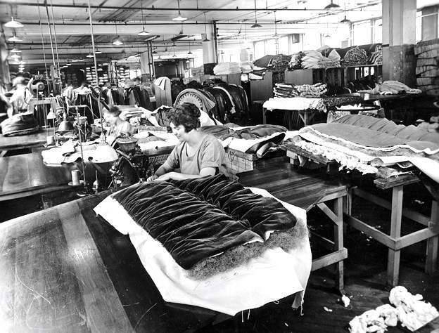 1925 PACKARD FACTORY-WOMEN SEWING UPHOLSTERY-B&W