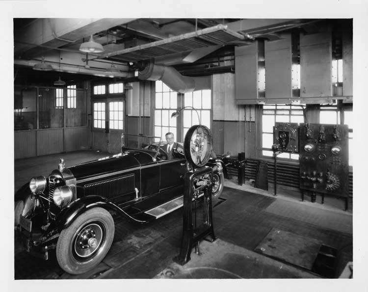 1927 PACKARD ROADSTER IN ENGRG TEST ROOM-B&W