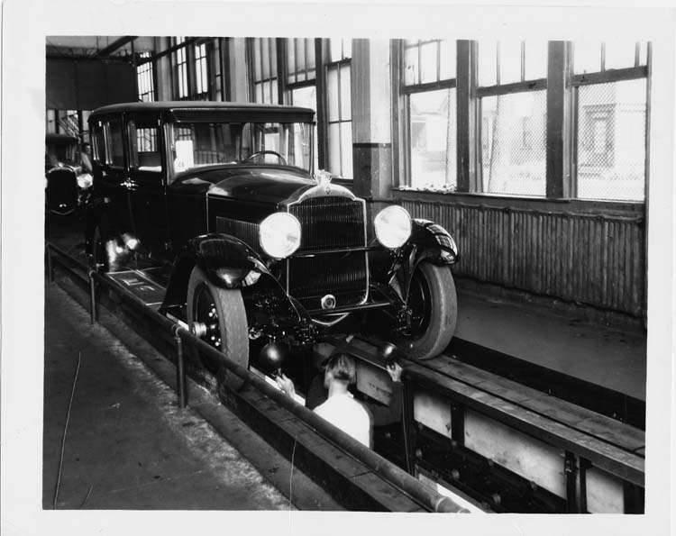 1929 PACKARD FACTORY SEDAN ON FINAL ASSEMBLY INSPECTION LINE-B&W