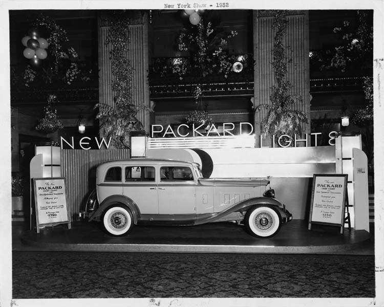 1932 PACKARD LIGHT EIGHT DISPLAY AT NAT'L AUTO SHOW-B&W