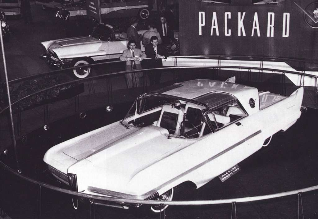 1956 PACKARD PREDICTOR COUPE CONCEPT AT AN AUTO SHOW PRESS PHOTO-B&W