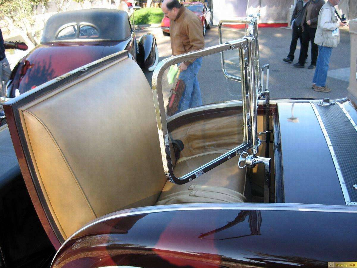 Packard 1930 Custom Eight 2dr rdstr MrnBlk rmbl-seat detail