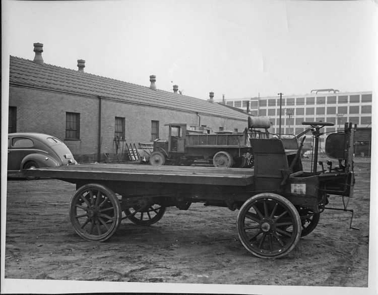 1904 PACKARD '3' EXPERIMENTAL TRUCK AT FACTORY-B&W