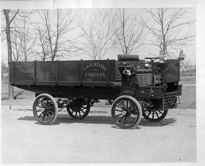 1905 PACKARD TRUCK-B&W