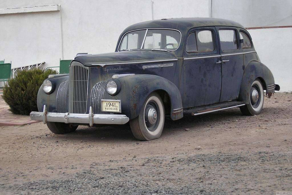 1941 PACKARD SIX SPECIAL SEDAN