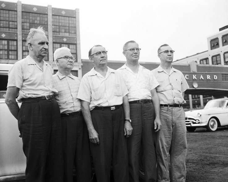 1950s PACKARD EMPLOYEES OUTSIDE FACTORY