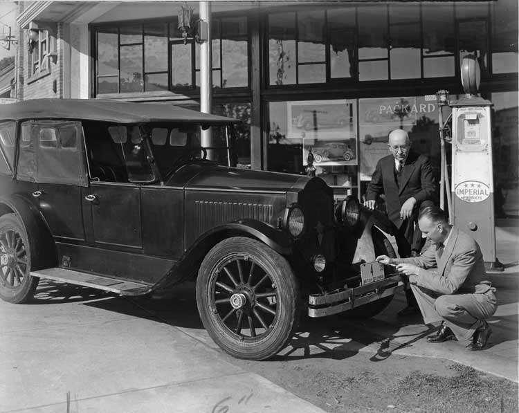 1921-22 PACKARD 116 SINGLE SIX TOURING AT DEALER