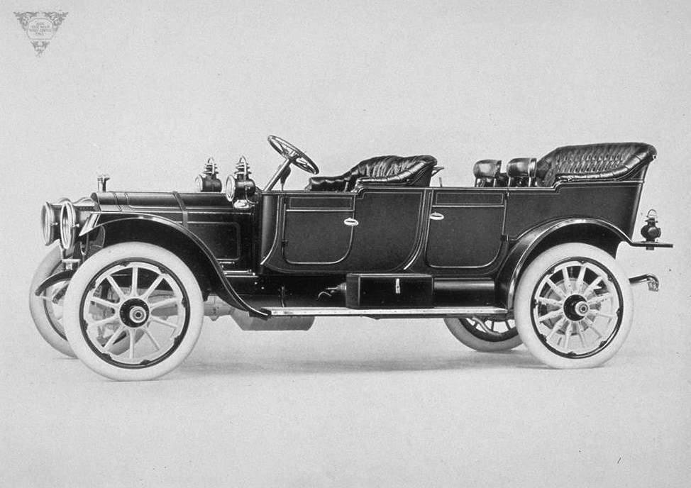 1911 PACKARD TOURING-B&W