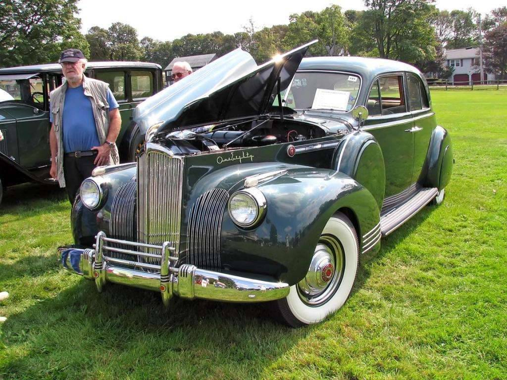 1941 PACKARD SUPER EIGHT 180 4DR SEDAN