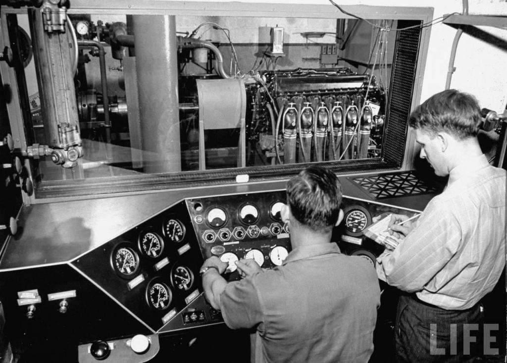 1941 PACKARD ROLLS-ROYCE ENGINE TEST CELL-B&W