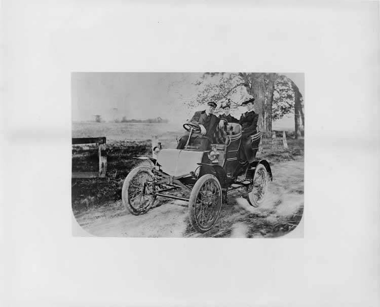 1901 Packard with driver and passengers