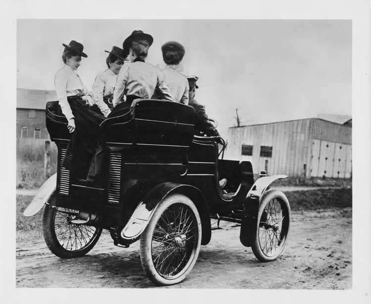 1901 Packard Model C with women passengers