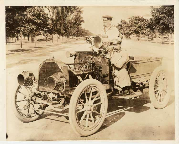 1904 Packard Model L 1,000 mile car with driver Charles Schmidt & mechanic Edward F. Roberts
