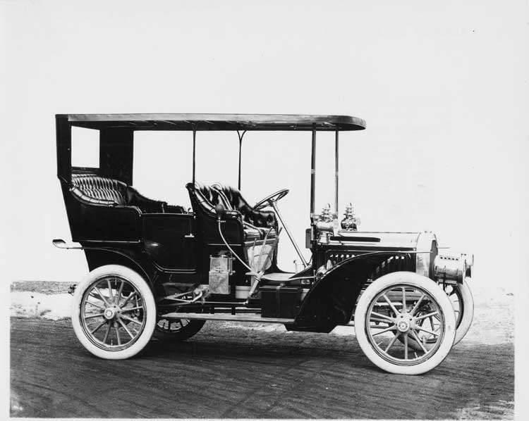 1905 Packard Model N on a road