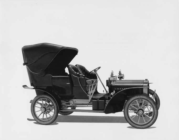 1905 Packard Model N touring car with victoria top
