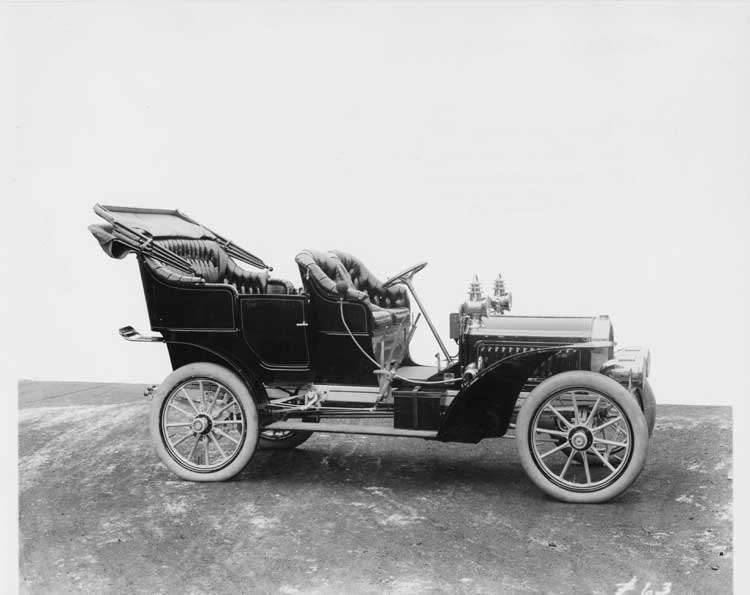 1905 Packard Model N touring car with folding cape top