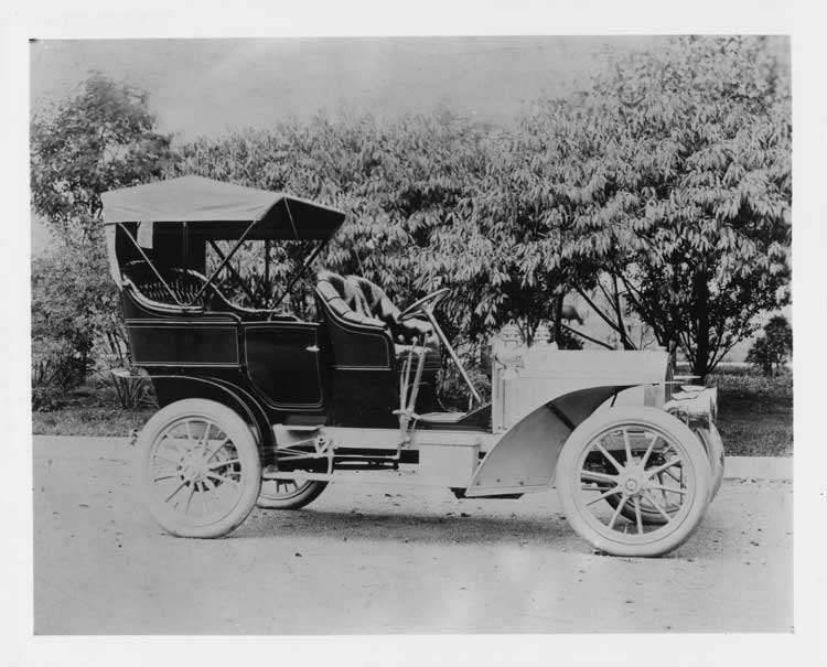 1905 Packard Model N touring car with carriage top