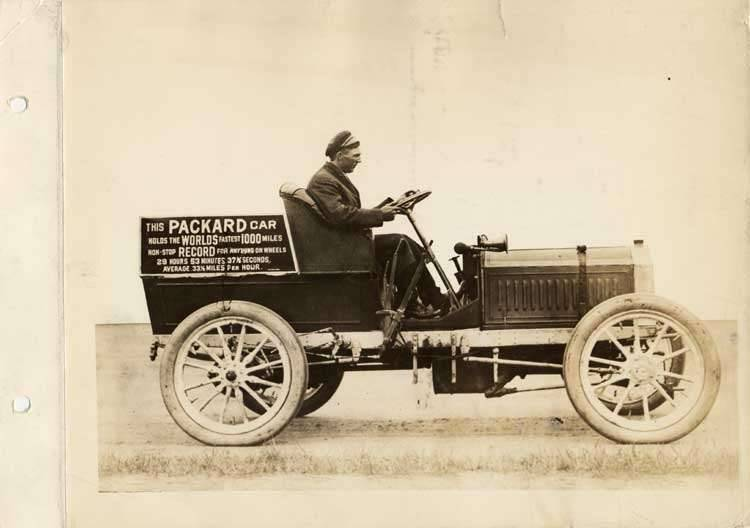 1906 Packard with male driver