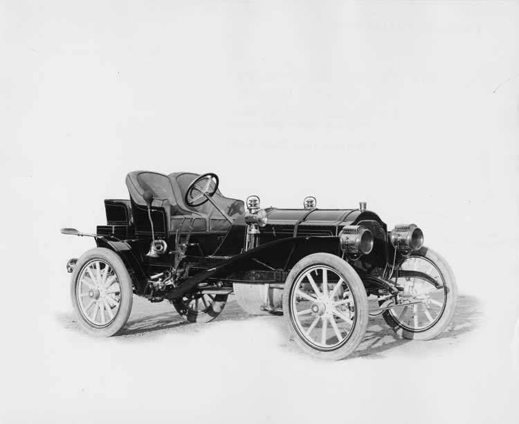 1906 Packard 24 Model S runabout with seat covers, right side view