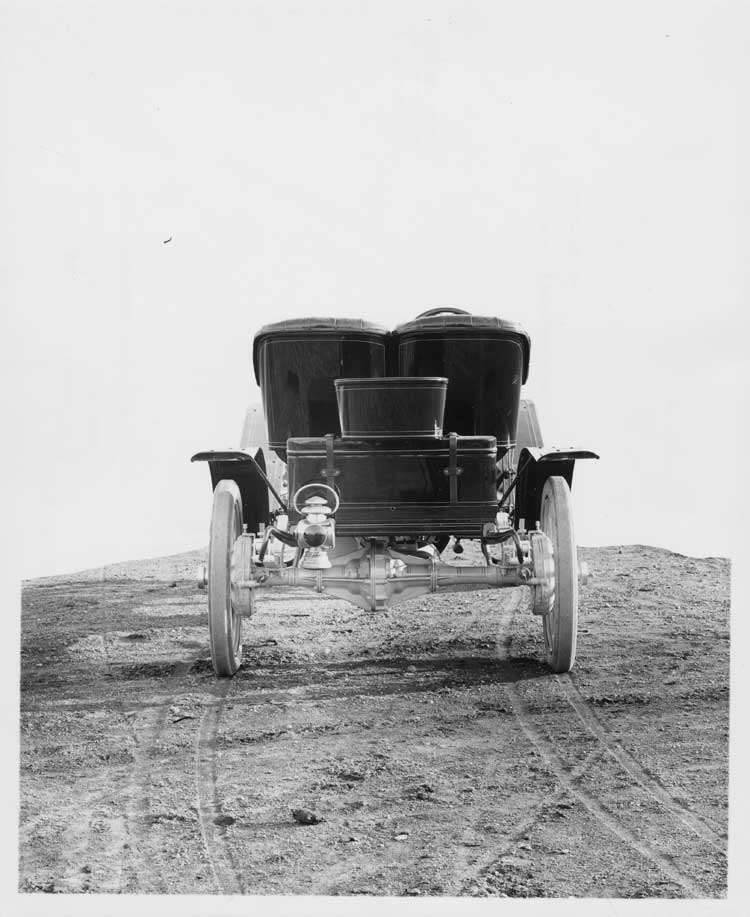 1906 Packard 24 Model S runabout, back view
