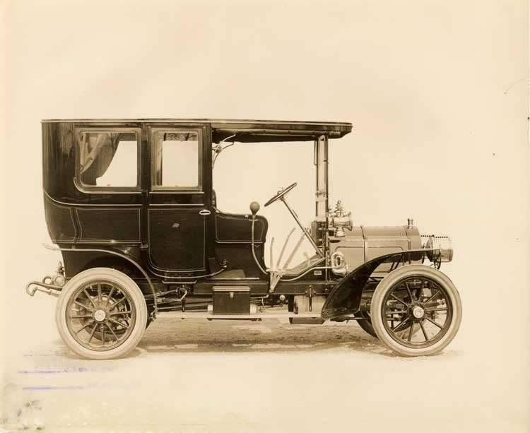 1906 Packard limousine, right side view