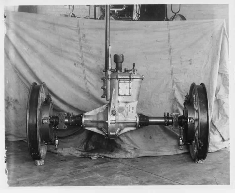 1907 Packard 30 Model U, rear end mechanism up ended