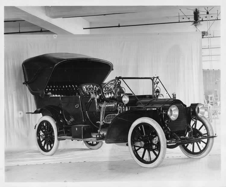 1908 Packard 30 Model UA touring car, three-quarter right front view with top