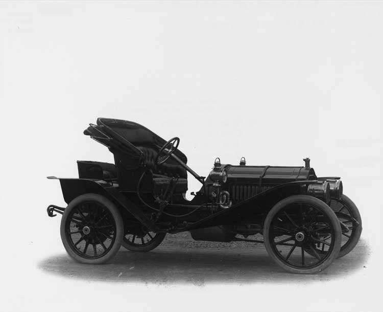1908 Packard 30 Model UA runabout with victoria top open