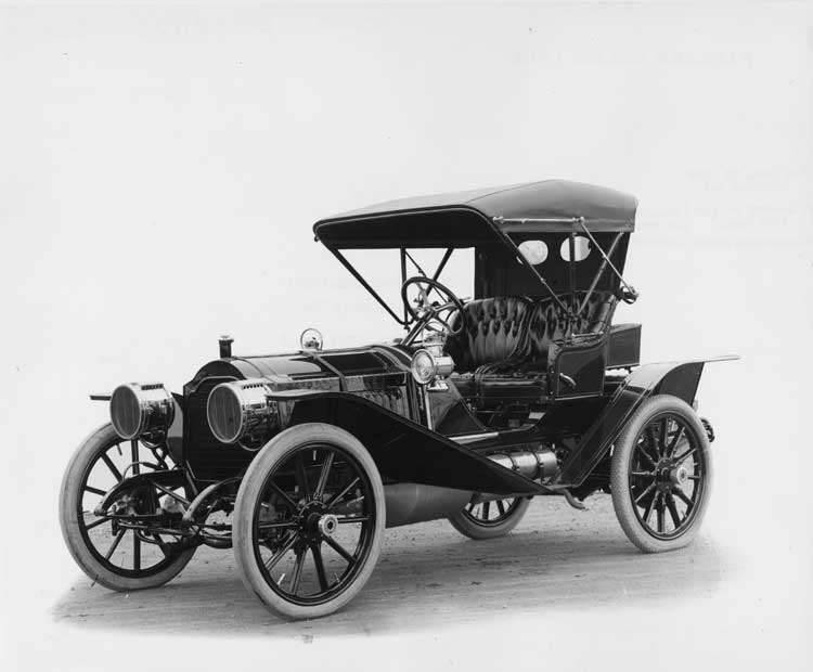1908 Packard 30 Model UA runabout with buggy top closed