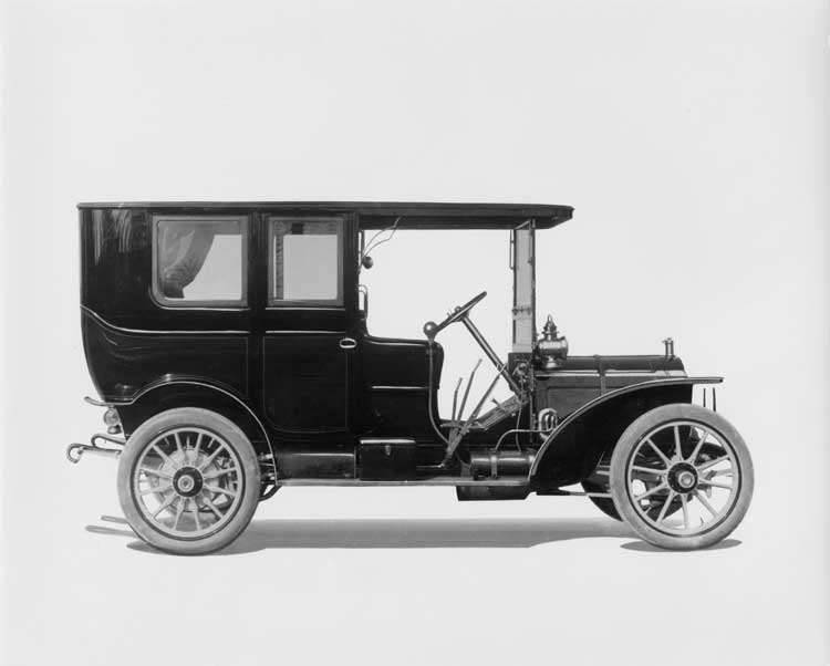 1908 Packard 30 Model UA limousine, left side view