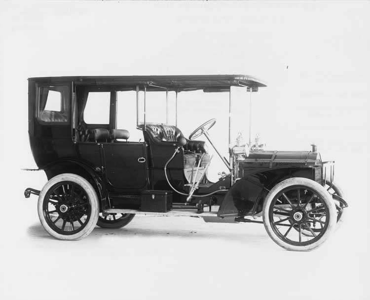 1908 Packard 30 Model UA demi-limousine, three-quarter front view right side