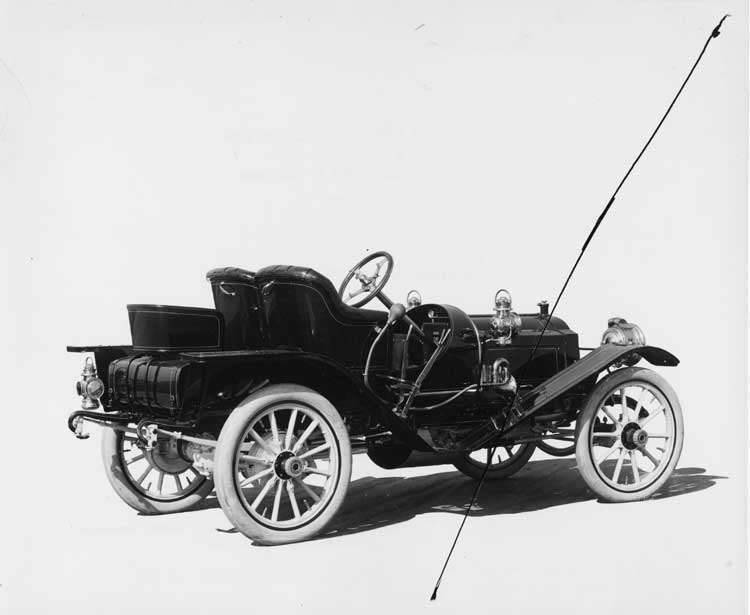 1909 Packard 18 Model NAS runabout, three-quarter front, right side view