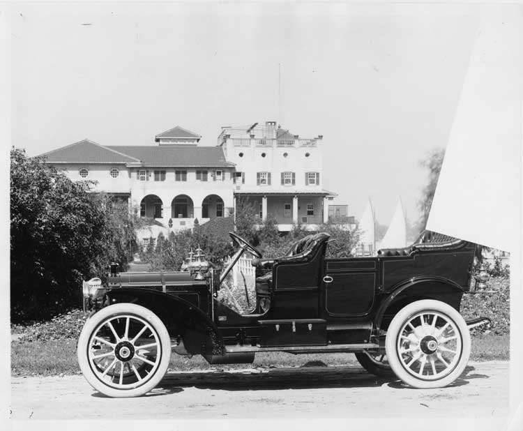 1909 Packard 30 Model UB touring car, left side, in front of Detroit Boat Club on Belle Isle