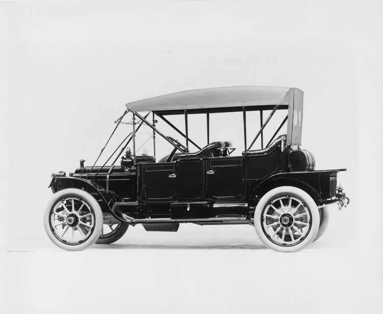 1911 Packard 30 Model UD close-coupled, three-quarter rear view, left side, top raised