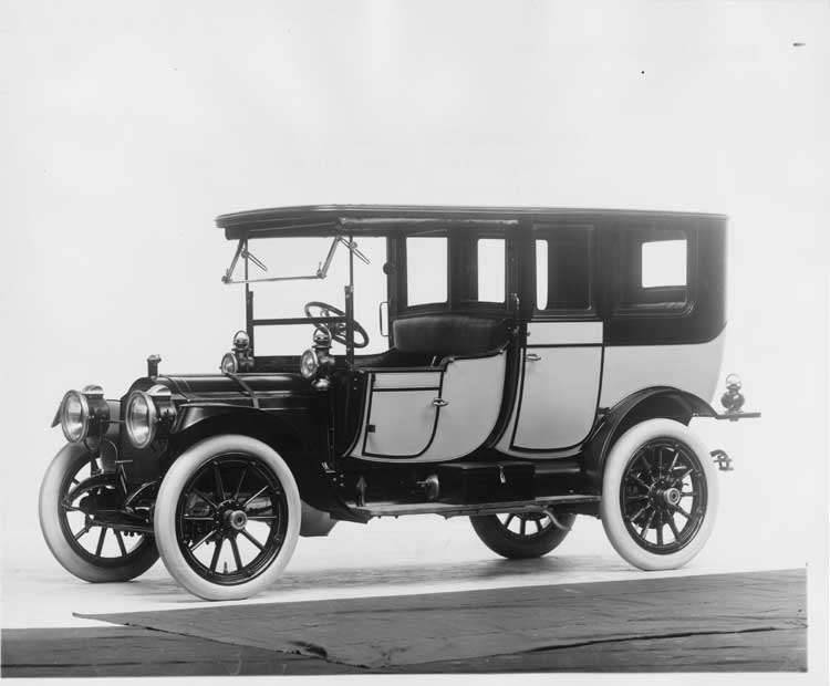 1912 Packard 30 Model UE two-toned limousine, three-quarter front view, left side
