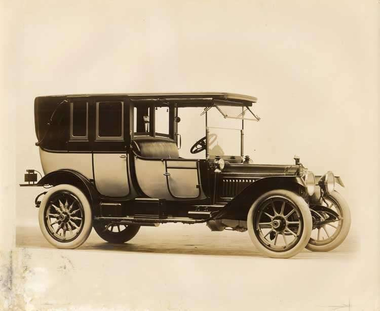 1912 two-toned Packard three-quarter front view, right side