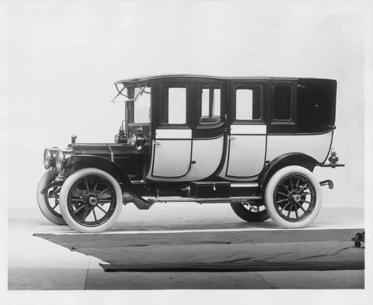 1912 Packard 30 Model UE two-toned fore-door imperial landaulet, five-sixth front view, left side