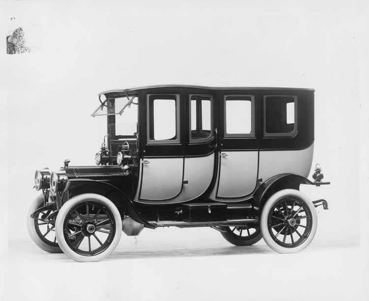 1912 Packard 18 Model NE two-toned fore-door imperial limousine, five-sixth front view, left side